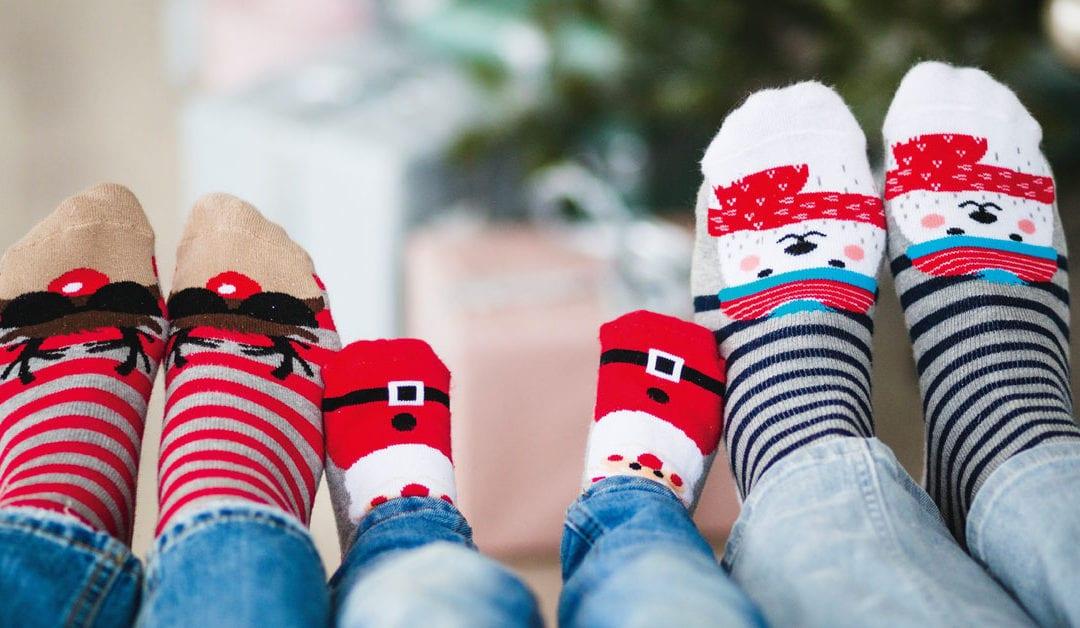 Sechs Füße mit Nikolaussocken