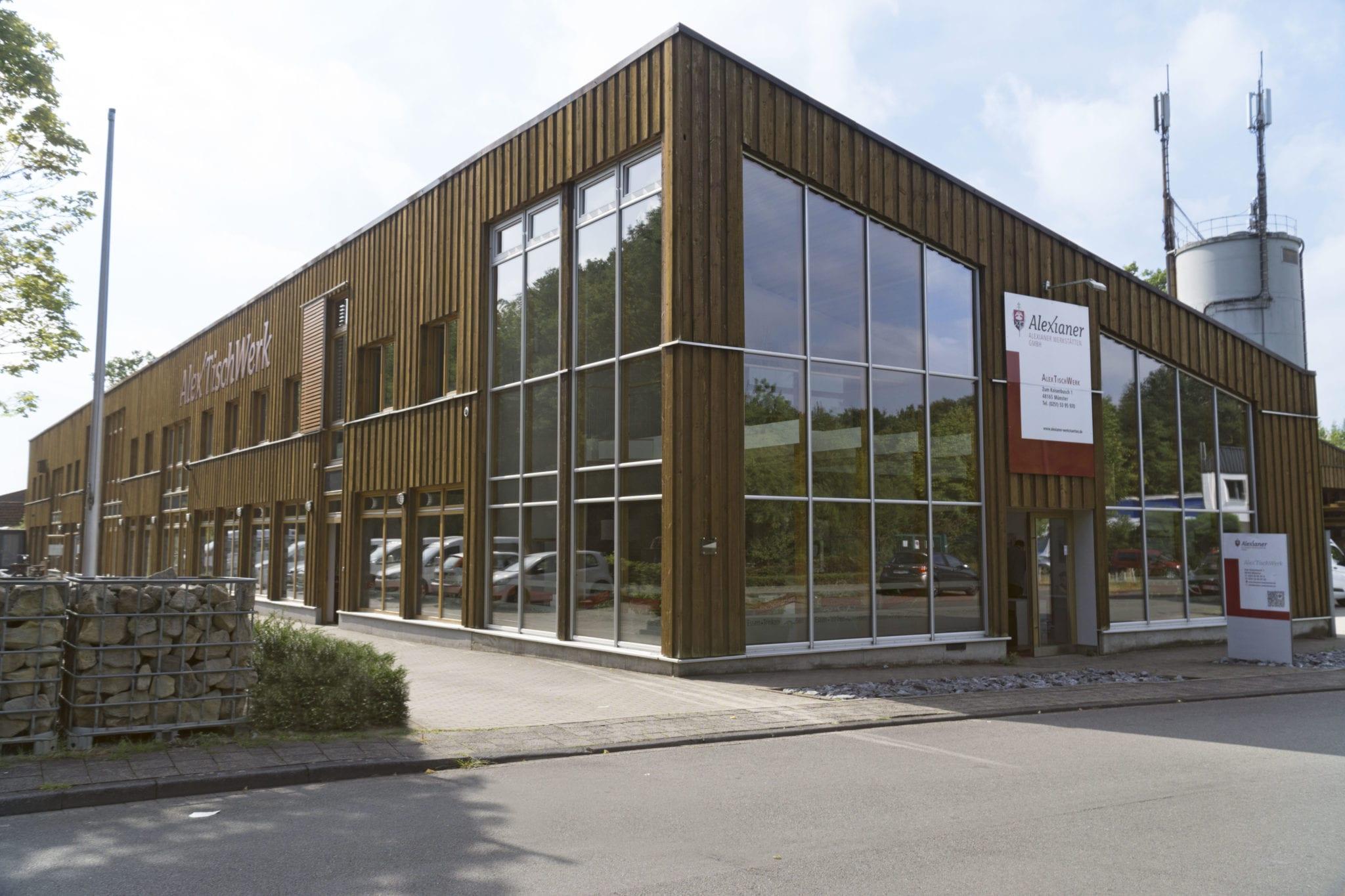 Das Gebäude des AlexTischWerks von außen.