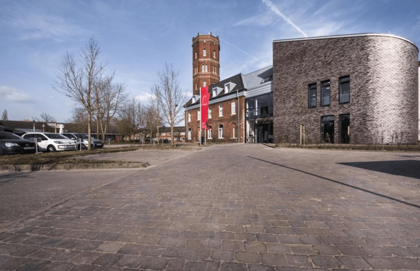 Der Haupteingang des Hotels am Wasserturm auf dem Alexianer Campus in Münster Amelsbüren.