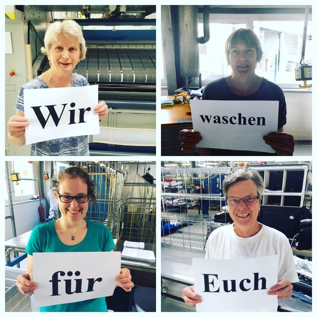 Vier Mitarbeiterinnen aus der Textilpflege.